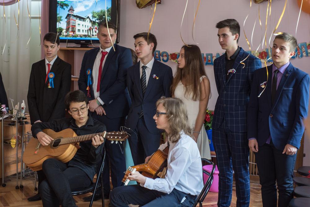последний звонок в частной школе Виктория в Москве
